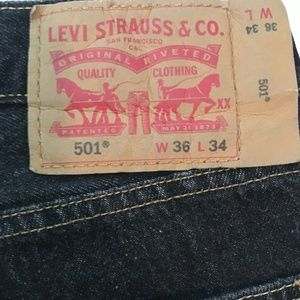 Like New! Dark Denim 501 Levi Jeans No Zipper
